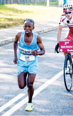 Pressreader afro voice free state 2015 07 01 gift kelehe picture gallo images family affair gift kelehe negle Images