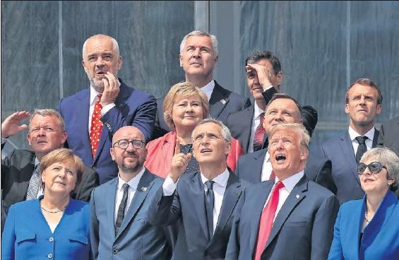 TRUMP ARREMETE CONTRA ALEMANIA EN LA CUMBRE DE LA OTAN.